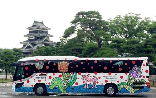 草間彌生バス